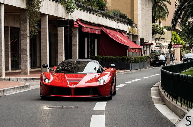 La Ferrari .
