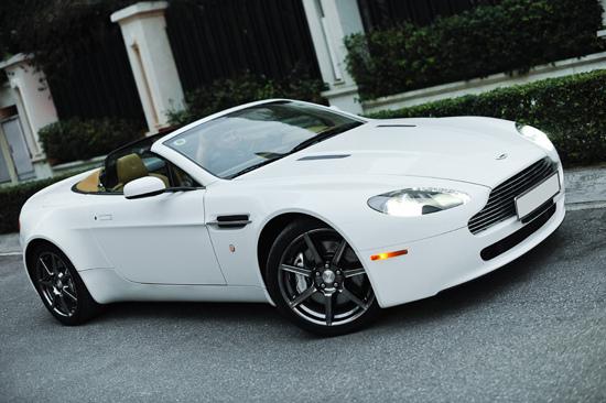 Nguoidep Hoang Anh Aston Martin V8 Vantage Roadster GLX0460