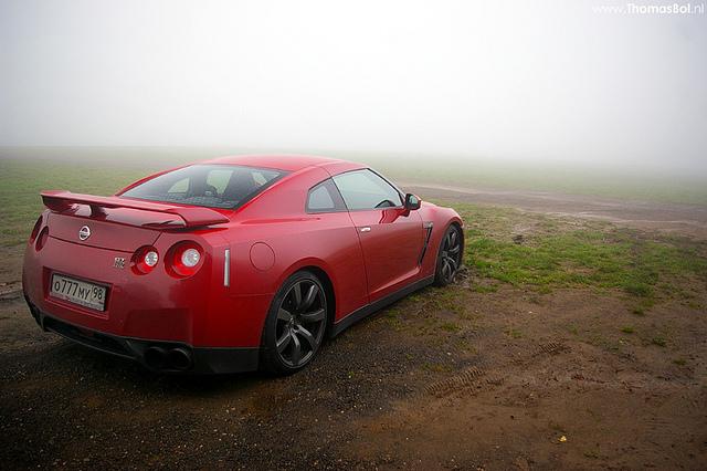 Nissan GT-R R35: foggy