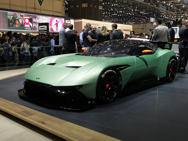 Aston Martin Vulcan 01