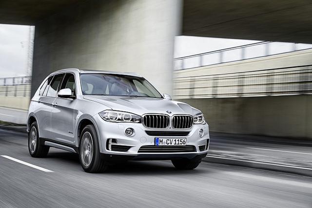 Хибриден BMW X5 со потрошувачка од 3,3 литри