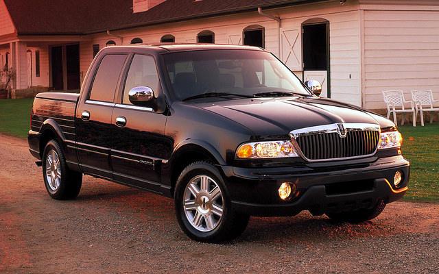 2002- Lincoln Blackwood Front Three Quarter